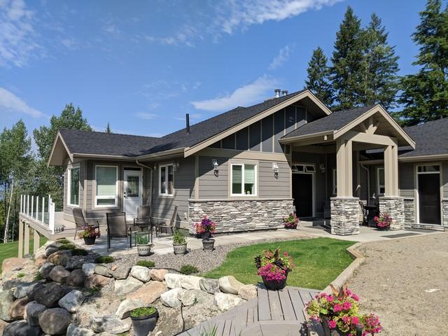 Beautiful Custom Built Home on 3.5 Acres Halfway Between Kamloops & Sunpeaks!  4 Bedrooms & 3 Baths  Bath