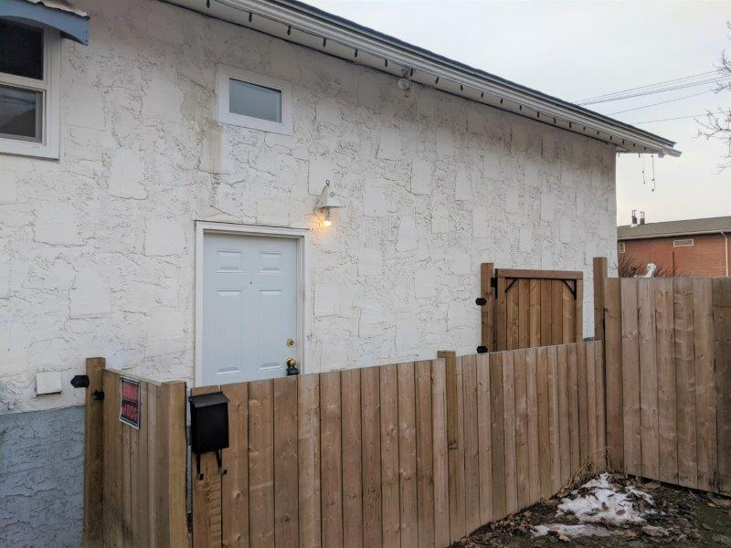 Centrally Located in Brock! Plenty of Parking & Close to Schools, Shopping and Recreation   3 Bedroom & 2 Baths