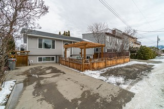In the Heart of Kamloops, Close to Shopping, Recreation & Schools With a Legal Suite!   6 Bedroom & 3 Baths