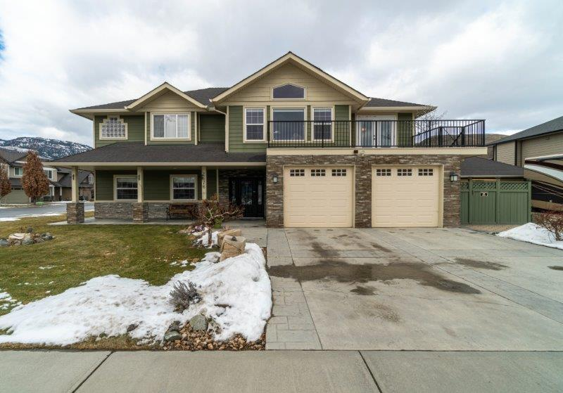 Beautiful Family Home With 2 Double Garages & A Bright 2 Bedroom In-Law Suite!   6 Bedrooms & 4 Baths
