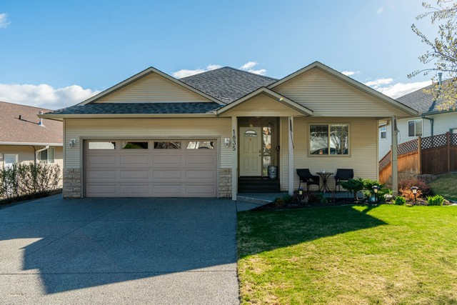 Lovely Rancher With Full Daylight Walk Out Basement! Offering a Bright Open Floor Plan.  4 Bedrooms & 3 Baths